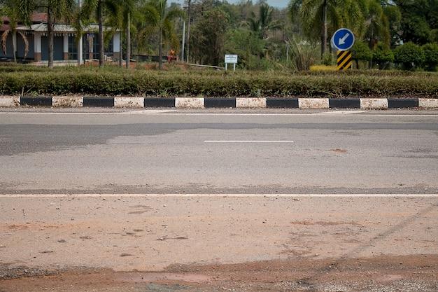 Estrada asfaltada na tailândia.