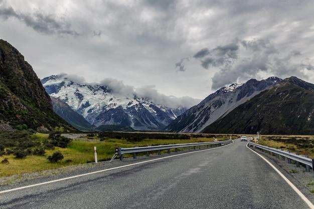 Estrada cênica no parque nacional mount cook, nova zelândia