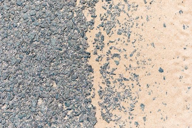 Estrada de asfalto com areia