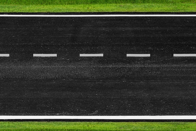 Estrada de asfalto com linhas de marcação textura de listras brancas fundo