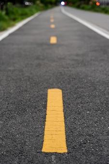 Estrada de bicicleta com fundo desfocado