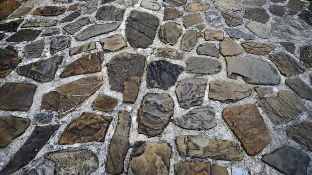 Estrada de grandes paralelepípedos de pedra