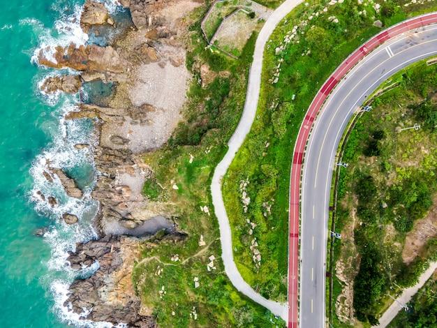 Estrada de ilha costeira de fotografia aérea