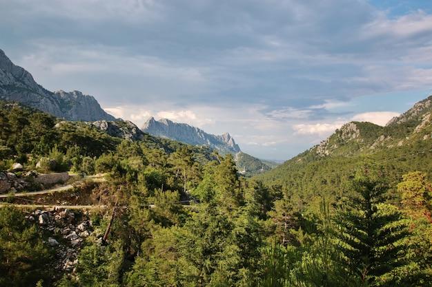 Estrada de montanha na turquia