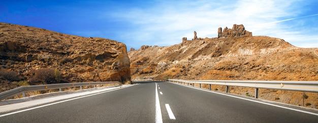 Estrada desértica