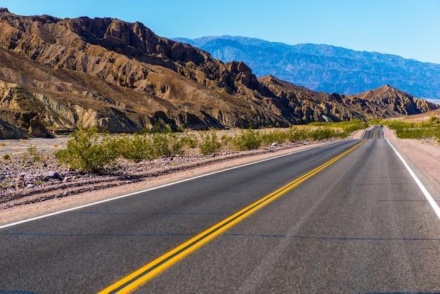 Estrada do deserto da califórnia