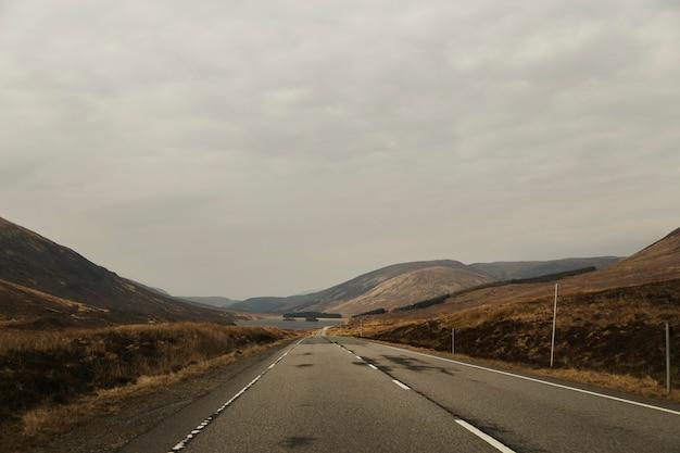 Estrada, em, desertado, paisagem