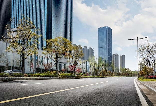 Estrada em uma cidade moderna