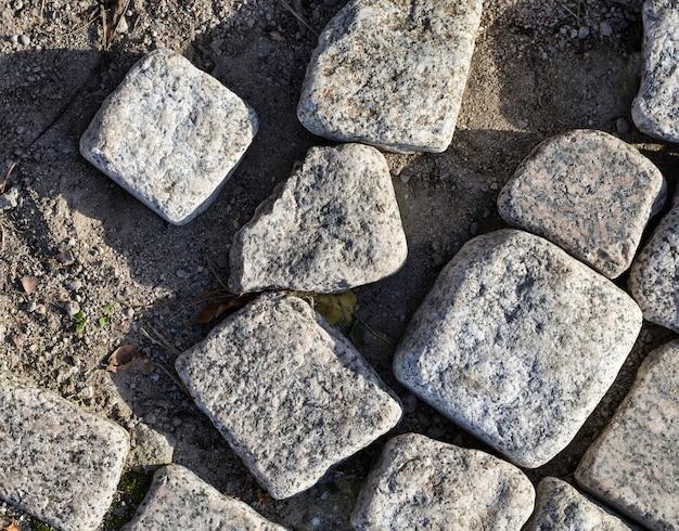 Estrada moderna de pedra e paralelepípedos, criando uma imitação de um antigo close-up