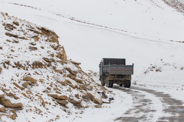 Estrada na faixa do himalaia