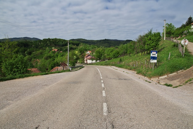 Estrada nas montanhas dos balcãs, sérvia