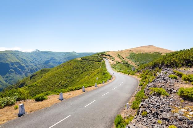 Estrada nas montanhas