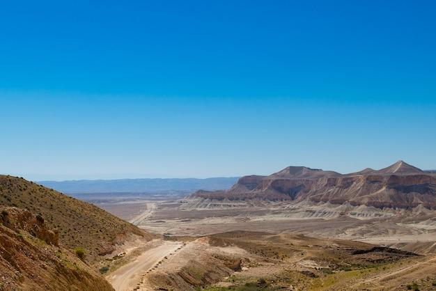 Estrada no deserto do negev