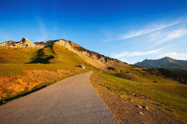 Estrada no passeio de montanha