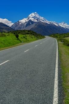 Estrada para mt cook, nova zelândia.