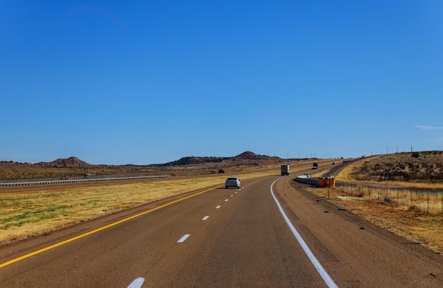 Estrada solitária estrada, através, a, panorâmico, vista, em, novo méxico