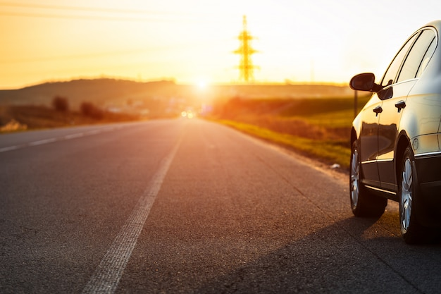 Estrada turva e carro, fundo de movimento de velocidade