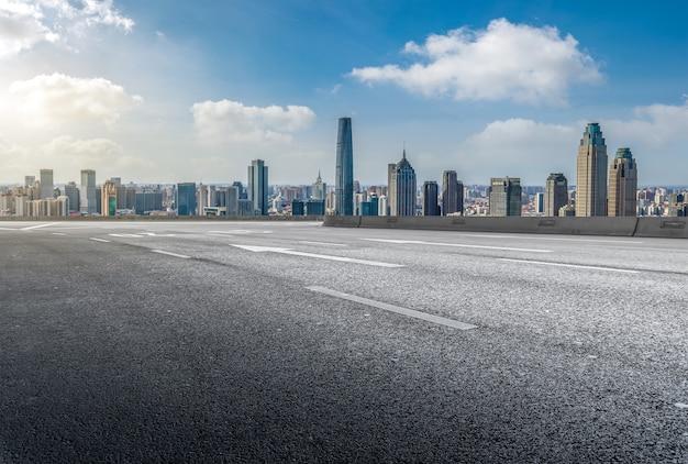 Estradas e edifícios modernos da cidade em tianjin