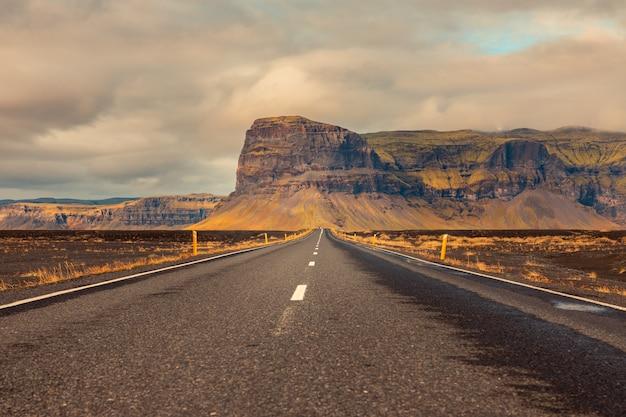 Estradas incríveis no sul da islândia