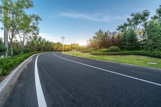 Estradas urbanas e cinturões verdes