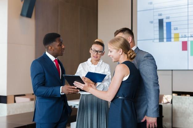Estratégia de discussão de reunião de grupo de negócios