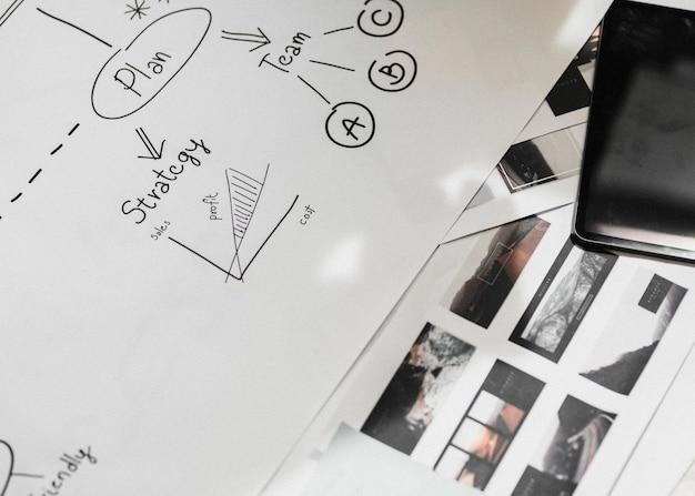 Estratégia de negócios desenhada em papel