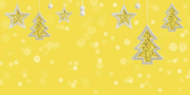 Estrela amarela pendurada e brinquedos de árvore de natal com lantejoulas cintilantes de prata conceito de celebração de inverno