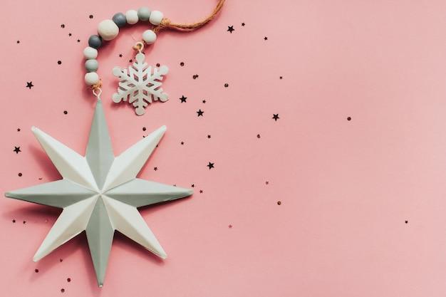 Estrela de metal e floco de neve