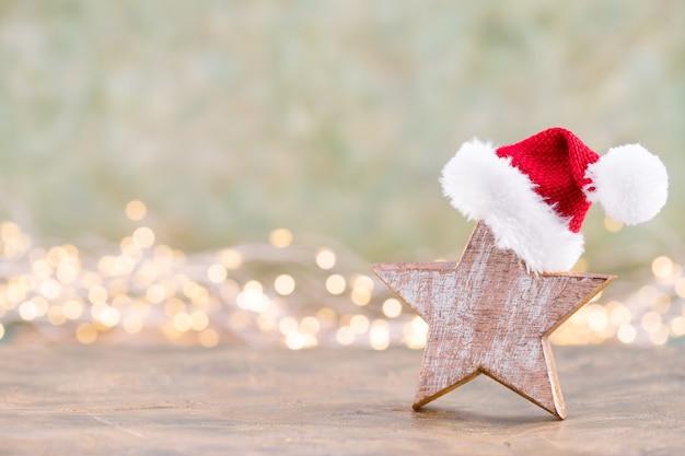 Estrela de natal, decoração em fundo colorido de bokeh. conceito mínimo de natal ou ano novo.