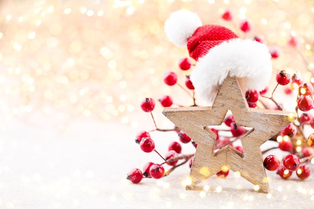 Estrela de natal e chapéu de papai noel