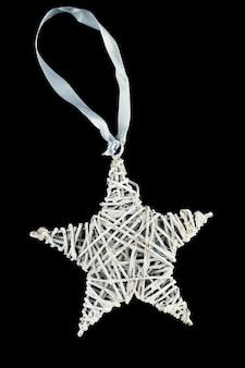 Estrela de natal feita de galhos secos no espaço isolado. foto de alta qualidade