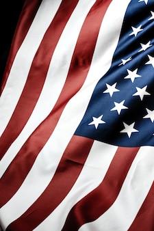 Estrela lindamente acenando e bandeira americana listrada