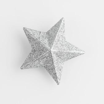 Estrela prateada brilhante em branco