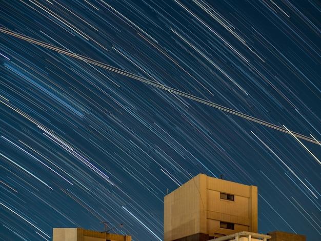 Estrela segue longa exposição noturna