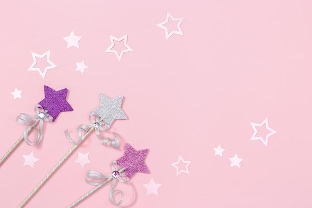 Estrelas brilhantes e decoração festiva de papel