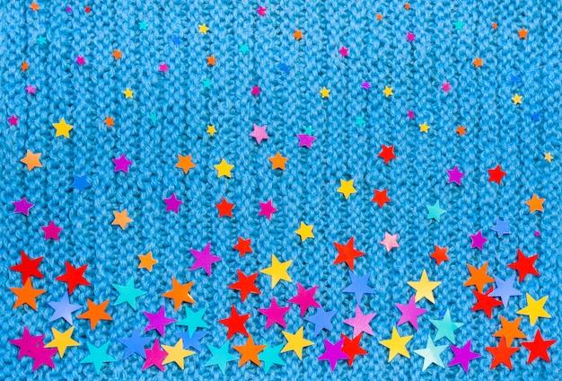 Estrelas coloridas de tamanhos diferentes