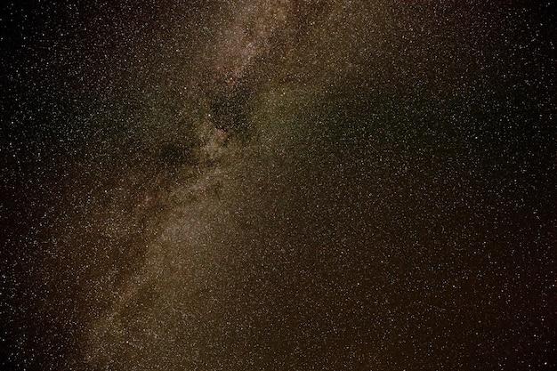 Estrelas da via láctea na noite de verão
