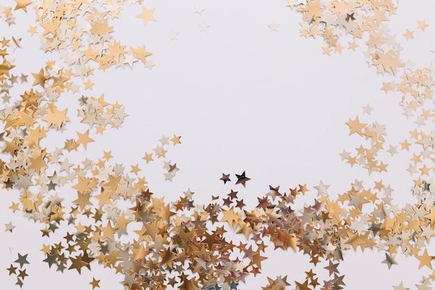Estrelas douradas ornamentais
