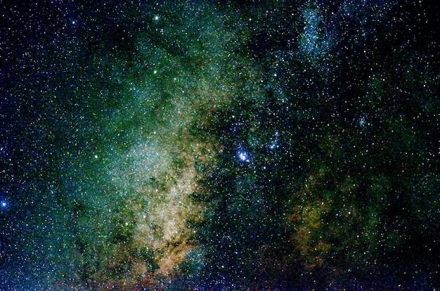 Estrelas e galáxia espaço exterior céu noite universo preto estrelado de campo de estrelas brilhante