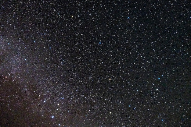 Estrelas preenchem o céu