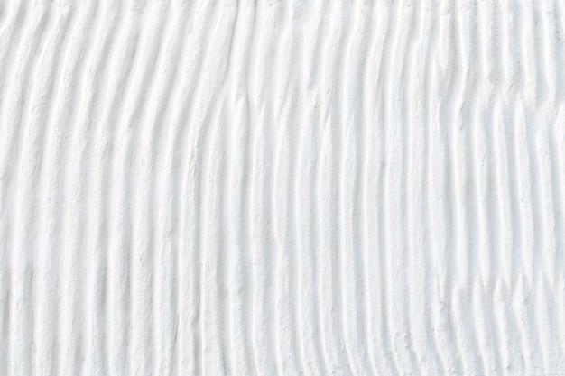 Estrutura de cimento de gesso branco com tiras curvas de relevo