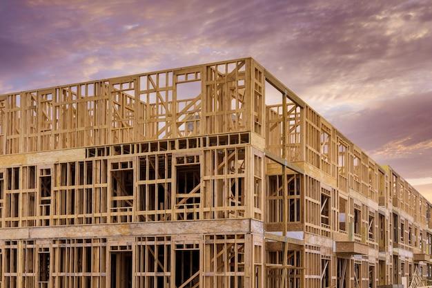 Estrutura de estrutura de madeira em um novo empreendimento