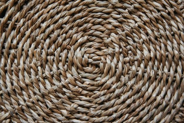 Estrutura e plano de fundo de uma cesta de vime. padrão de textura redonda. fechar-se.