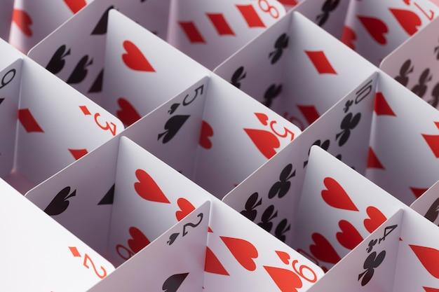 Estrutura feita de cartas