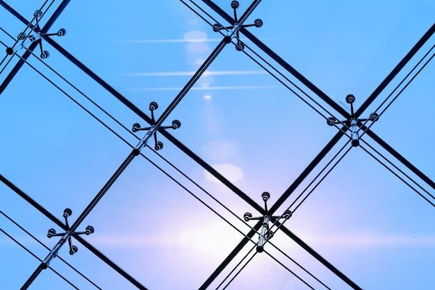Estrutura metálica do edifício moderno Foto gratuita