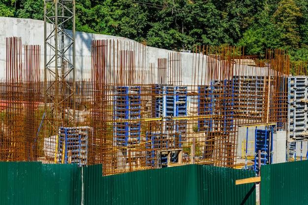 Estrutura para a parede do novo edifício residencial