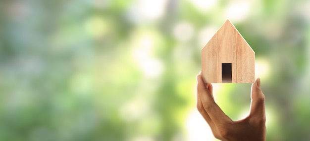 Estrutura residencial da casa na mão
