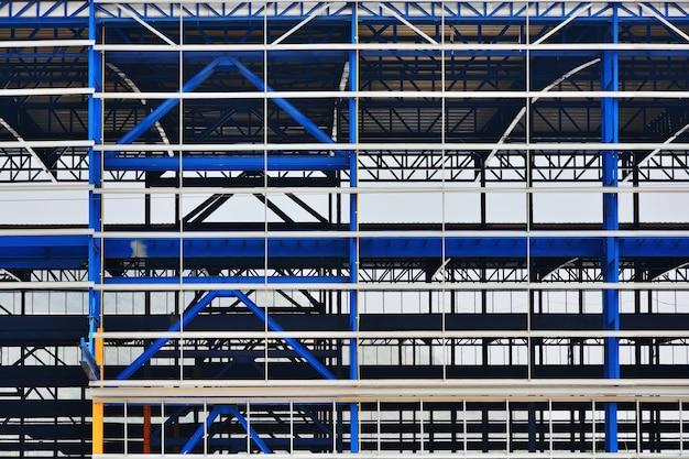Estruturas de aço de plantas industriais que estão em construção