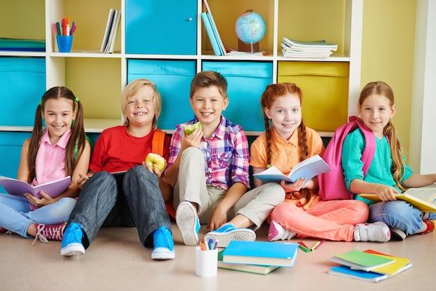 Estudando em sala de aula