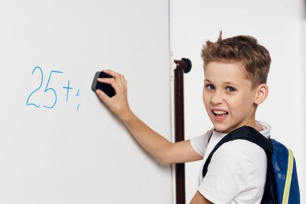 Estudante de escola primária de criança